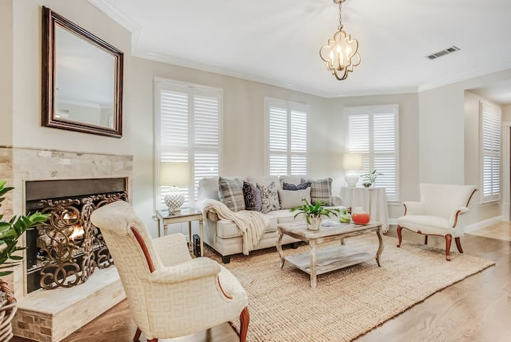 Luxury Townhome Middle of Downtown! BEST LOCATION
