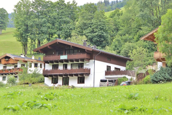 Charming Chalet with Sauna in Saalbach-Hinterglemm