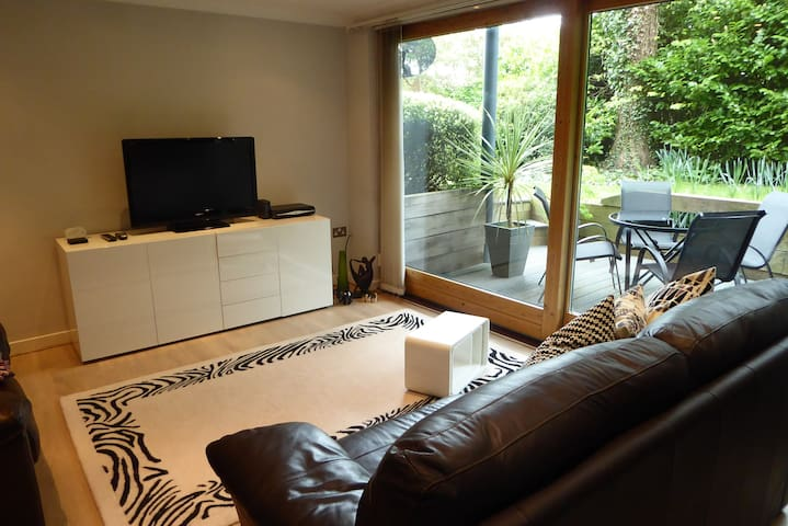 Stylish contemporary apartment with private patio - Winchester - Apartament
