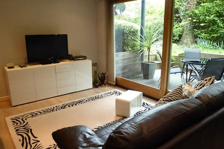 Stylish contemporary apartment with private patio - Winchester - Wohnung