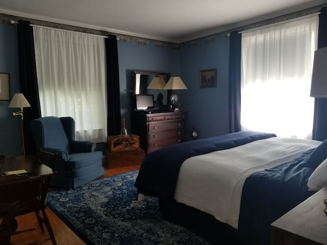 Captains Quarters at the Glens Falls Inn