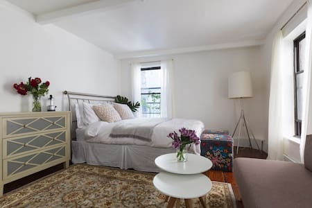 Cozy bright studio flat - Soho/Village