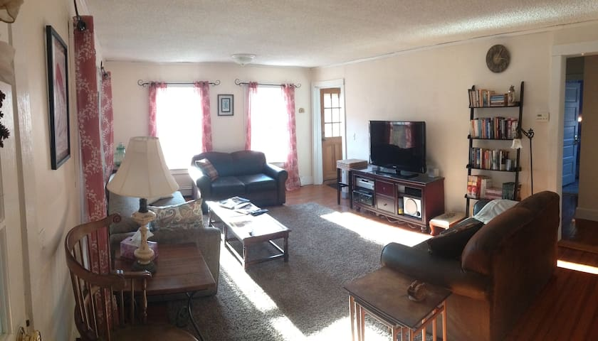 3 Bedrooms @ Wren Haven - Near URI/Beaches/Newport