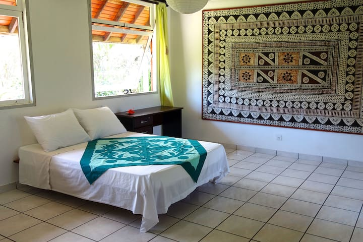Double bedroom close to the lagoon - Puna'auia - Hus