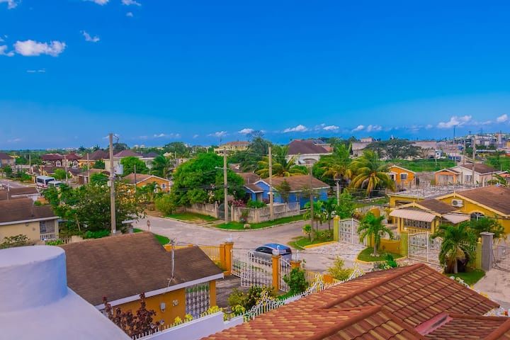 JC's Villa - Modern Getaway in the City 3