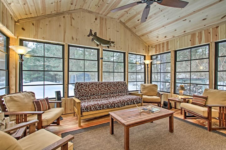 NEW! Cozy Cabin w/ Kayaks on the Wisconsin River!