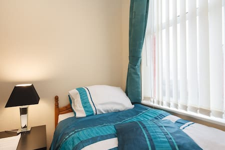 THE WOOLTON SINGLE ROOM - Liverpool