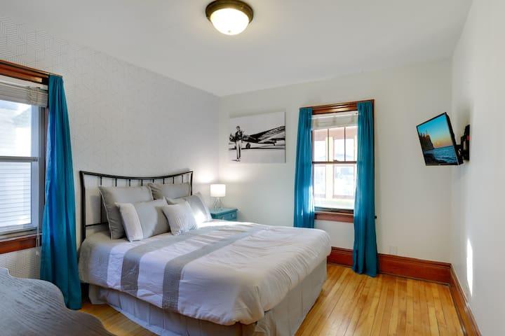 The Artsy Craftsman - Earhart Room