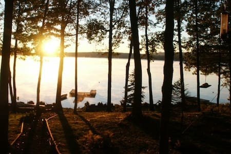 Lake Wallenpaupack LAKEFRONT COZY CABIN! - Lakeville - Talo