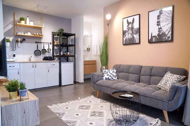 ★ Royal 1BR Apt+Balcony / 5 Min To Beach+Netflix★