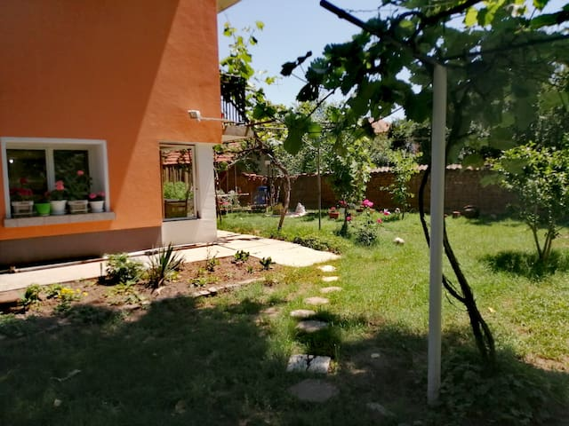 Private appartment in Villa, 9km to Sofia Centre