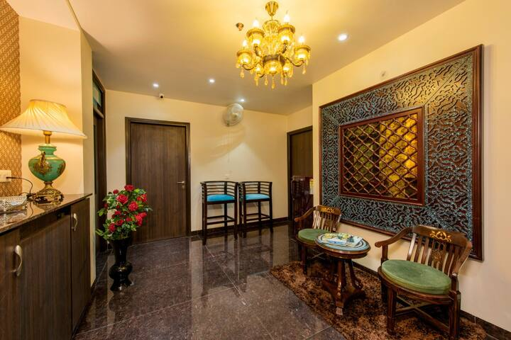 Beautiful Room, bath, WiFi at M.I. Road, Jaipur