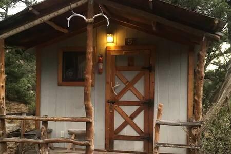 Mountain Man Cabin at Roughlock Resort