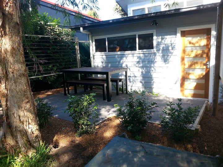Bright garden apartment