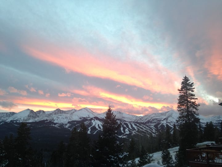 Beautiful Breckenridge VIEWS, ski, hike, and bike