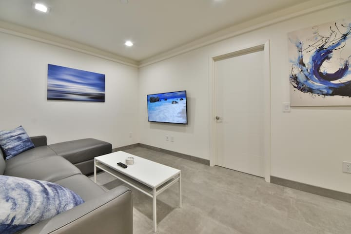1244#3 Magnificent Newly Renovated Home by Beach