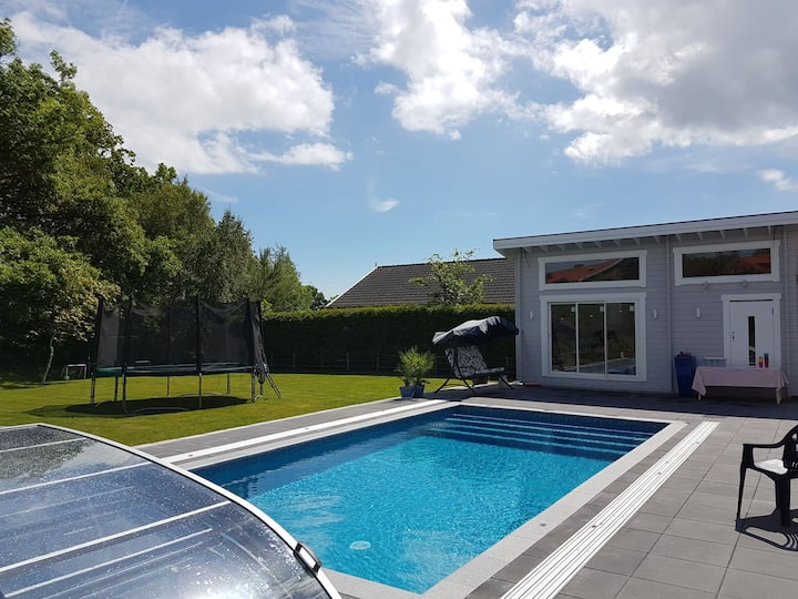 Cabin with outdoor kitchen and pool in Helsingborg