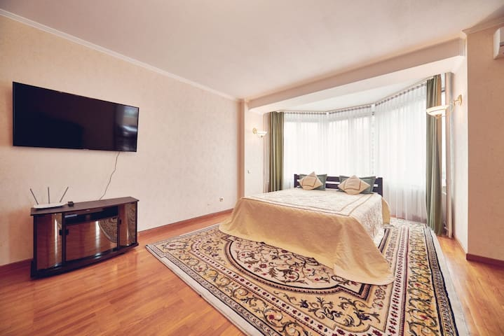 170m2 apartment, 3 beds. Metro Minska, riverside!
