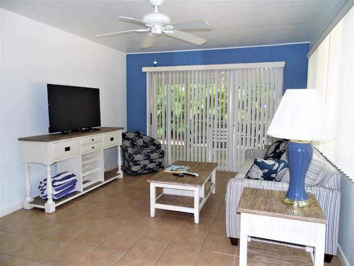 DRIFTWOOD COTTAGE #2- RESTORED FLORIDA COTTAGE ON SANIBEL. PET FRIENDLY AND WALK TO BEACH!