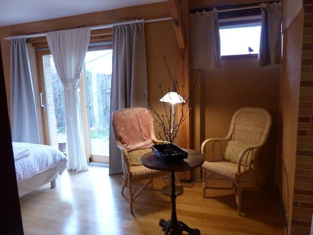Chambre Double au calme avec un coin salon