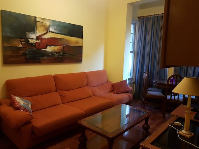 Fantastic room near old town (posible parking)