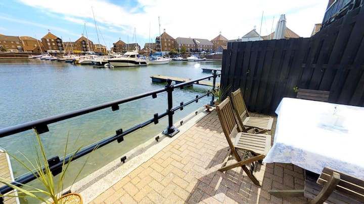 Sail Away - marina townhouse ideal for families