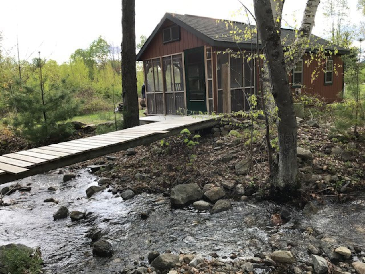 Stream-side cabin, water runs 85% of the year (dry much of the summer)