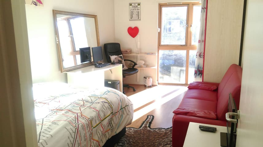 Double room in the Heart Of Angel 2 mins from Tube