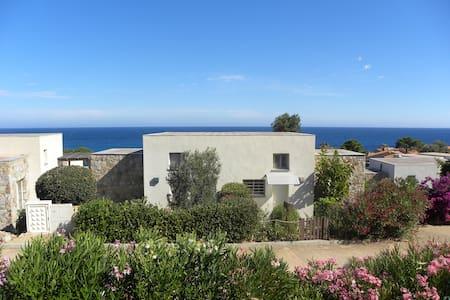 SEA VIEW mini-villa: 2 bedrooms, pavillon, & A/C