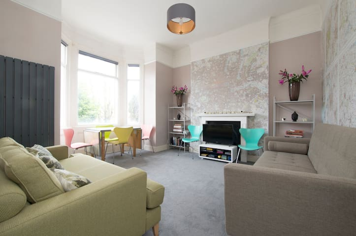 Fabulous & Funky 3 Bedroom Flat in East London