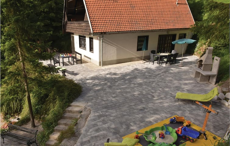 Holiday cottage with 3 bedrooms on 120m² in Preserje