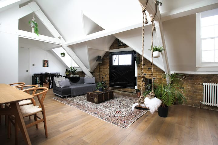 Private Room in Fantastic Loft by Peckham Rye