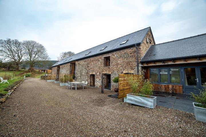 Magical Spacious Eco-barn in the Brecon Beacons
