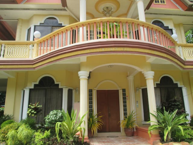 ENTIRE Ground Floor / swimming pool - Island Garden City of Samal - Haus
