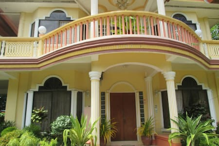 ENTIRE Ground Floor / swimming pool - Island Garden City of Samal - Hus