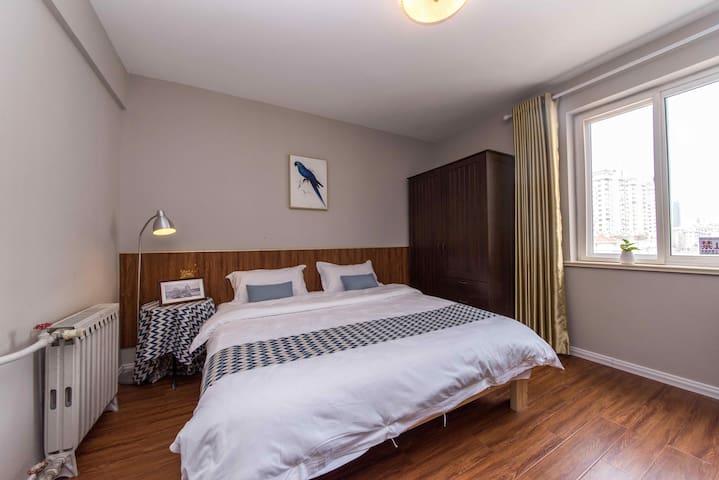 五四广场奥帆中心香港中路 二卧4人双大床房C5 近极地海洋世界石老人麦凯乐佳世客