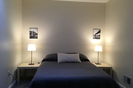 Quiet, private room with key, near manhattan 85r1 - Стейтен-Айленд