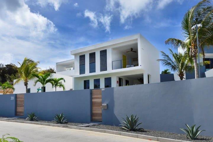 Nieuw appartement met zicht op het Spaanse Water