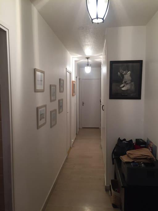Chambre, toilette, salle de bain.