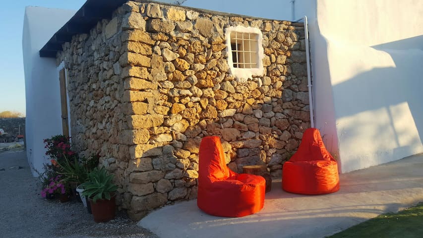 Great location!Cozy rural house near Ibiza town