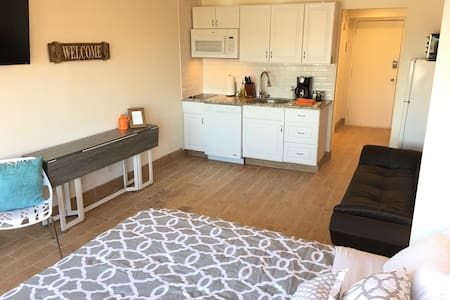 Just Renovated! Perfect Game Day loft near campus. - Knoxville