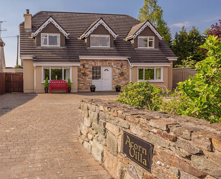 Acorn Villa Killarney, Centrally Located Home