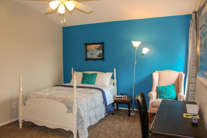 Clean and Spacious Bed &Bath- Ocean Blue Room