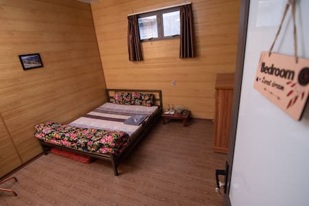 A Private Room with Queen Bed for 2 Person