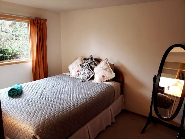 *SANITIZED & TREATED* Cozy Room in Victoria