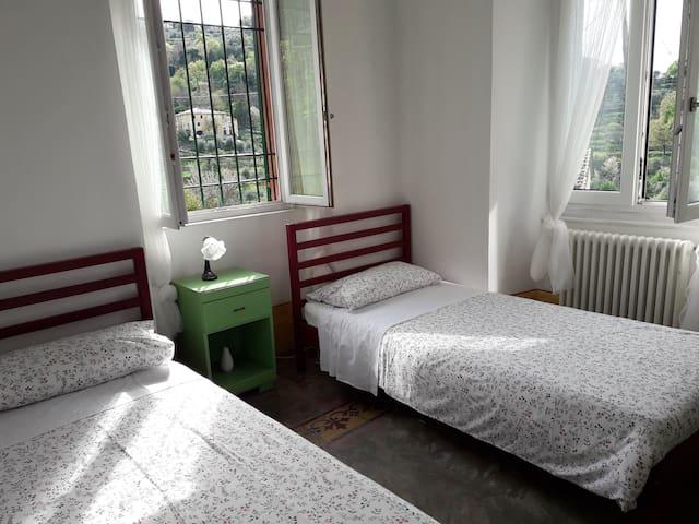 Terza camera con due letti singoli (90x200 cm)