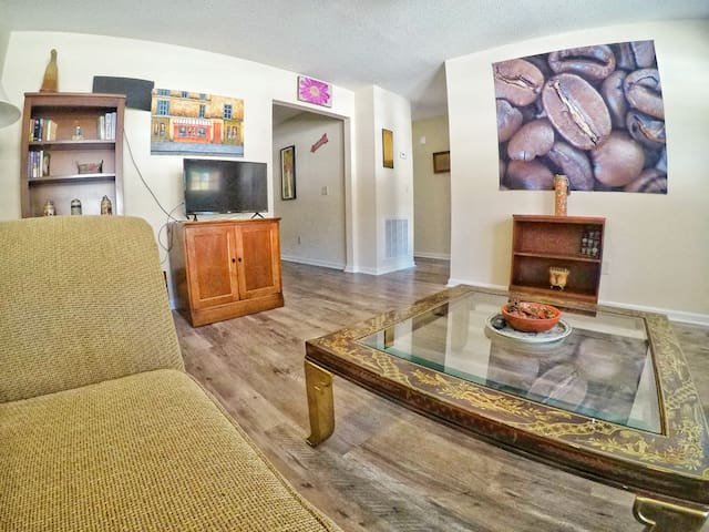 The Coffee House 2br/2bath centrally located.