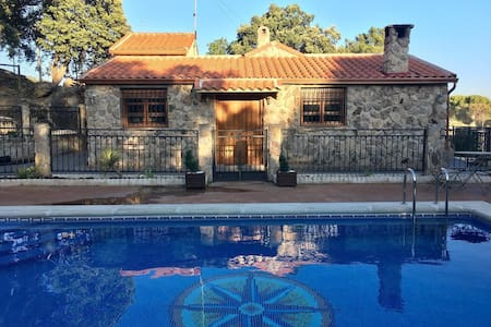 2000sqm Cottage Pool House • Barbacue •1h f Madrid