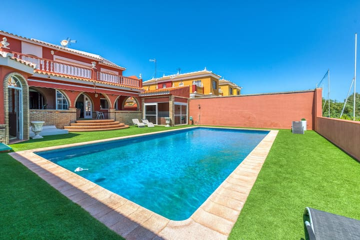 Relaxing Villa in Matalascañas with Jacuzzi, no youngsters allowed!