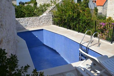 Villa Nada - Two Bedroom Apartment With Balcony - Sutivan